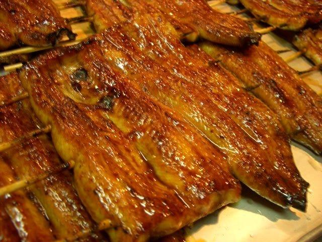 高知産の美味しい鰻を炭火で焼きあげ