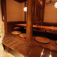 テーブルの質までこだわった上質個室