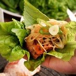 サムギョプサルのサンチュやエゴマなど包み野菜は食べ放題!