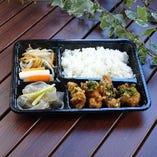 B-01 宮崎産鶏の唐揚げ  ユーリンチーソース弁当