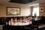 12名様~60名様の個室。当店は壁が可動式になっておりますので、8名様~最大120名様のご宴会を承れます。