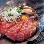 自慢の熟成肉が楽しめるアラカルトメニューも豊富にご用意。