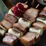 【厚切り!角煮串焼き】直火焼きの美味しさがご堪能!長ネギとの組み合わせが最高♪