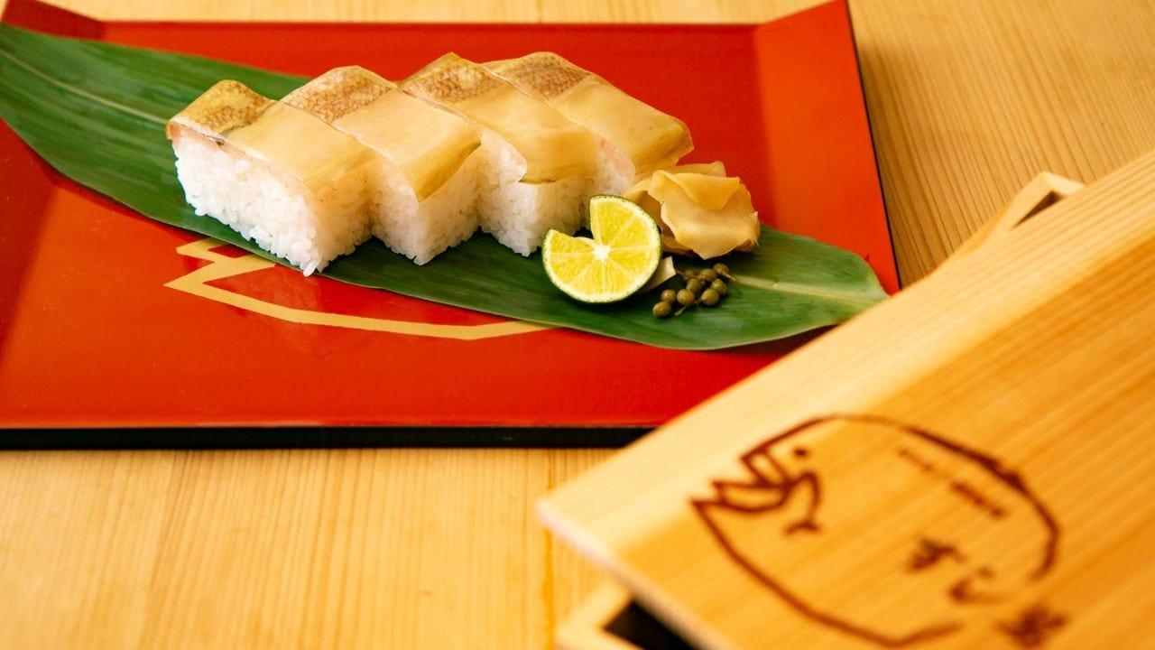 伝統のお土産 「小鯛雀鮨」