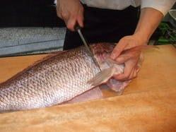 幼い頃から新鮮な魚が当然の環境で育った為、魚には厳しいです。