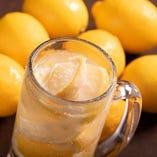 ●凍結レモンサワー● まるごと凍らせたレモンを氷代わりに♪