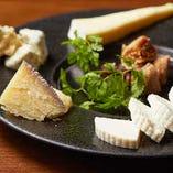 『スキクィーン』や『タレッジョ』など多彩なチーズをラインナップ♪