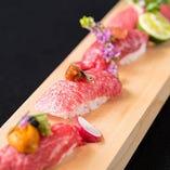 巷で大人気の神戸牛肉寿司!まずは1巻中トロからどうぞ!