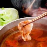 もち豚や地鶏の薄造りを、美味しい生姜スープにくぐらせて食す逸品!