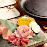 地鶏の盛り合せ  三種盛(もも肉、せせり、ずり)/五種盛(もも肉、むね肉、やげん、砂ずり、ハート)