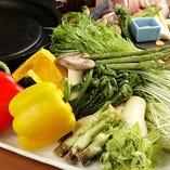 旬の野菜盛り合せ (玉葱、南瓜、茄子、さつま芋、青唐辛子、人参)※季節によって変わる場合があります。