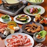 「京もち豚の陶板焼」「地鶏の陶板焼」「もち豚の生姜しゃぶしゃぶ」「地鶏のとろろ鍋」など、当店自慢の逸品をコースでも楽しめます!