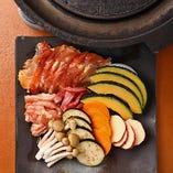 陶板焼は、旬の京野菜も一緒に焼いてお楽しみください!甘みたっぷりの野菜が絶品です。