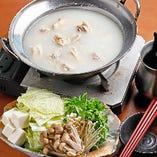 冬の時期に季節に嬉しい。ほっこり温まるお鍋をみなさんでお楽しみください。
