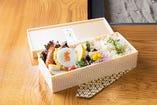 鯛飯弁当 ¥2,000 定番の鯛飯が人気メニュー