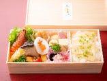 季節の味覚弁当¥2,000 季節の炊き込みご飯