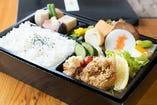 幕の内弁当 ¥1,500 肉・魚・野菜などバランスのいい内容