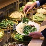 【野菜バー】種類豊富な新鮮野菜をお好みでお選びいただけます◎