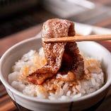お肉と相性抜群!当店自慢の銀白米と一緒にお楽しみください。