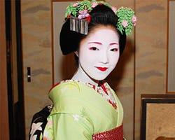 舞妓さんを呼んで京都で華やかな宴席