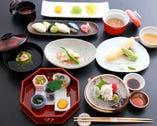 四季折々の旬の味覚満載の京会席 画像は会席若紫(ワカムラサキ)