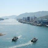 行き交う渡船や遠くに見える尾道大橋を眺めながらお食事していただけます!!
