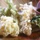 旬のお野菜やお魚の天麩羅。時期によって内容は異なります。