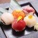 ころころと愛らしい手まり寿司。