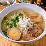 【ラーメン】 「鶏がらラーメン」と「辛麺」は〆でどうぞ◎