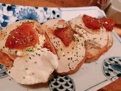 岐阜 富有柿と自家製チーズ豆腐の白和えブルスケッタ