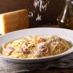 パルミジャーノレッジャーノチーズのカルボナーラ