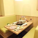 ゆったりとしたお席で、お食事をお楽しみください