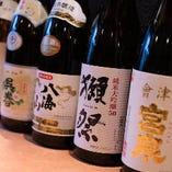 自慢の魚介料理と相性抜群の日本酒を豊富に取り揃えております