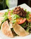 メキシコから来たサラダ¥650はくせになる味です。