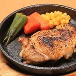 鶏もも肉の黒故障オーブン焼き