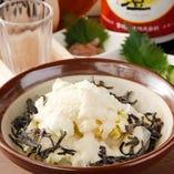 サラダの1番人気♪白菜サラダ ¥480 自家製ドレッシングと塩こんぶとたっぷり粉チーズにハマる女子続出!!