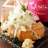 究極の厚揚げ ¥380 外カリカリの揚げたてを生姜醤油でどうぞ