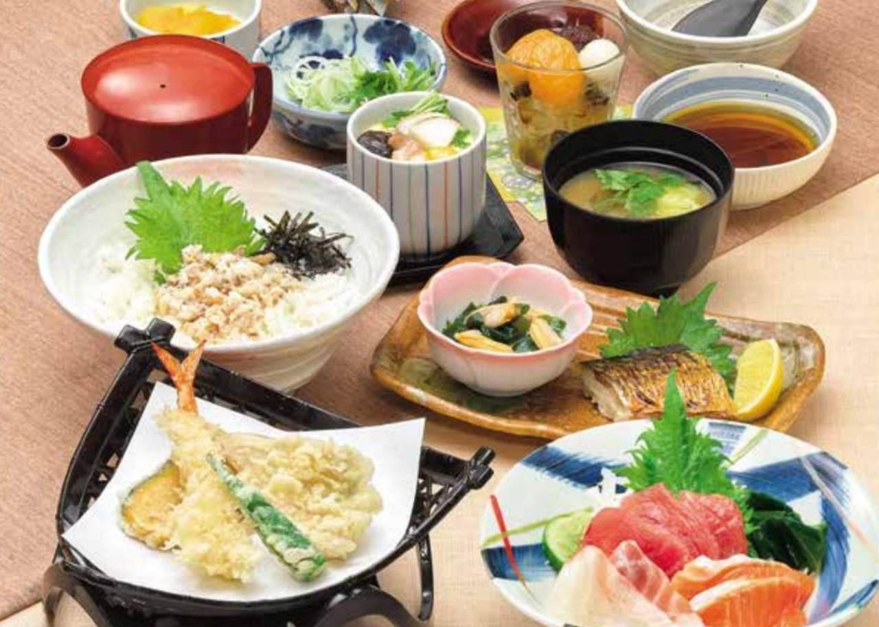 メインの鯛そぼろご飯、刺身や天ぷらなど、味の民芸自慢の和食料理が楽しめる『民芸鯛飯コース』<全8品>