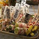 当店名物『肉巻き野菜串』のかご盛り!!今日の気分で♪