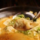 ピリ辛の『坦々水餃子』は鍋気分で食べれる野菜たっぷりの一品!