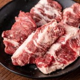 「牛繁カルビ」は、上質な脂のジューシーな甘みとハラミのようなやわらかさが特徴