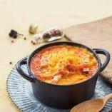 BMT(ベーコンもちトマト)のチェダーチーズドリア