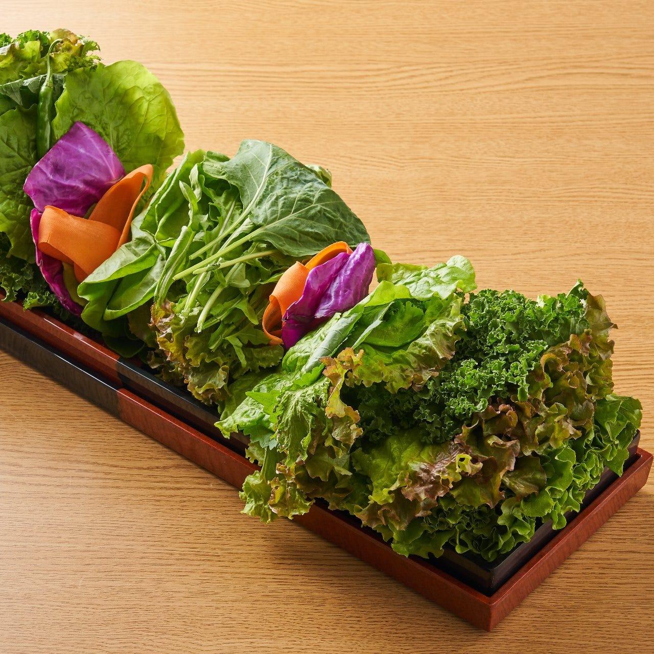 野菜はインスタ映えのする驚きの量の豪華な盛り合わせ!