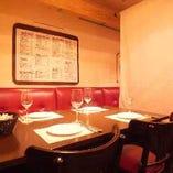 天蓋つきの半個室席!各テーブルにはキャンドルが灯ります☆