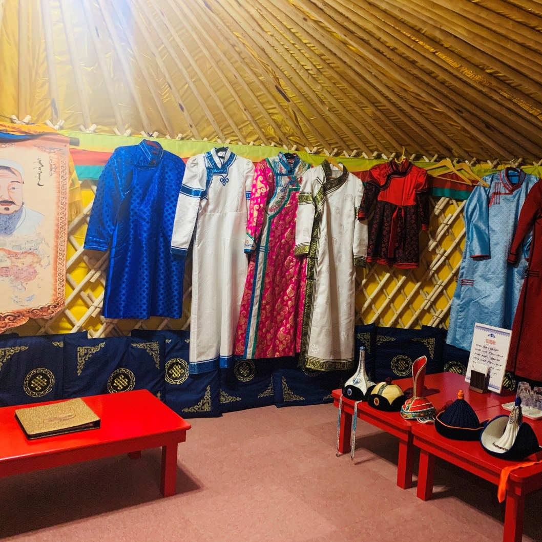 色鮮やかなモンゴル衣装を無料貸出!