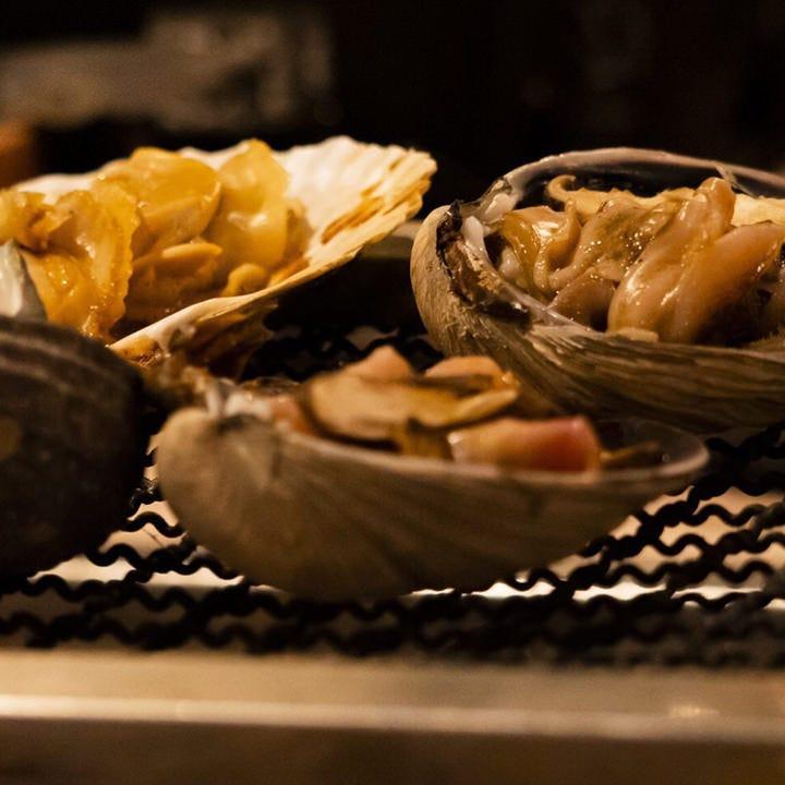 お客様の目の前で調理いたします。五感に響く体験を楽しめます