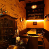 【半個室】雰囲気のある半個室で、接待や記念日のお祝い会をどうぞ。8名様まで