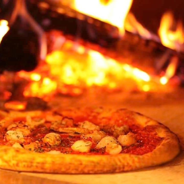 石窯で焼き上げたピッツァです。