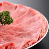 美しいサシの入った純近江牛をしゃぶしゃぶでどうぞ。