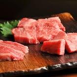 「みすじ」「せんぼん」「タン」など一頭からわずかしか取れない希少部位や、骨付のまま1ヶ月以上寝かせる熟成ロース肉もご用意。